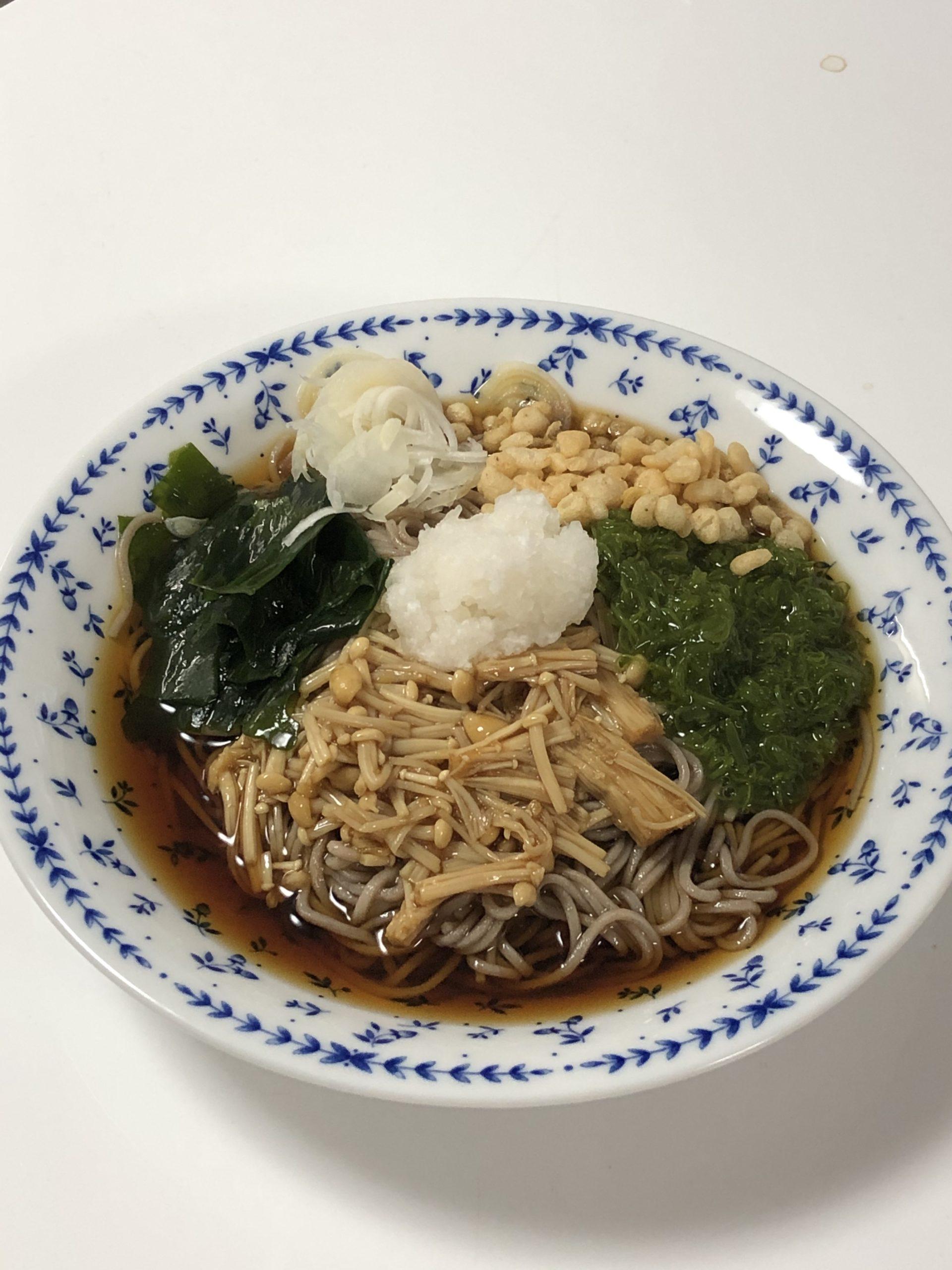 エノキのなめ茸を蕎麦にトッピング